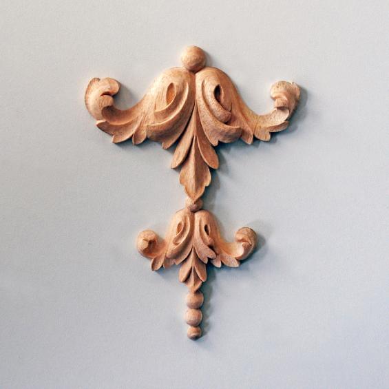 Double Acanthus-and-Pearl Drop Appliqué