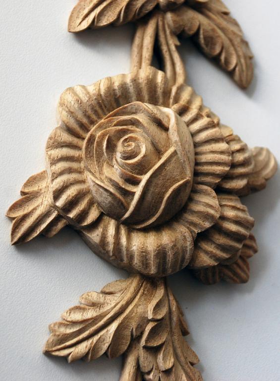 18th-Century-Style Floral Drop Appliqué