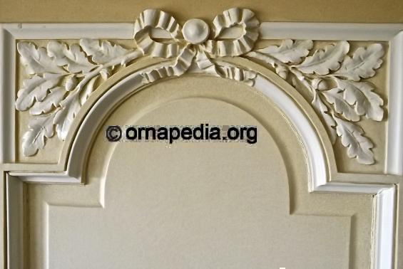Oak leaf spandrels