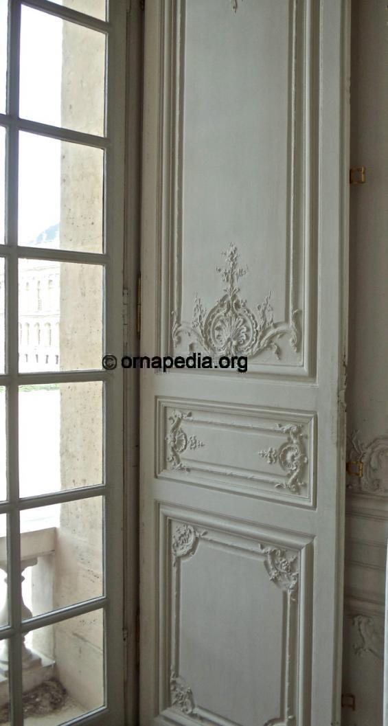 Versailles panel with shell