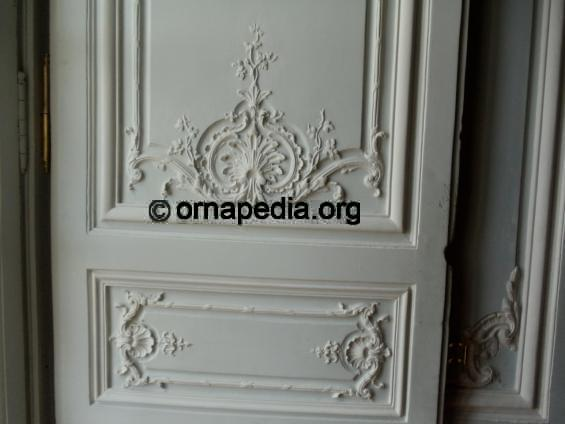 Versailles shells and acanthus