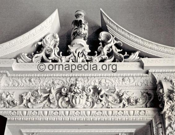 Rococo split pediment