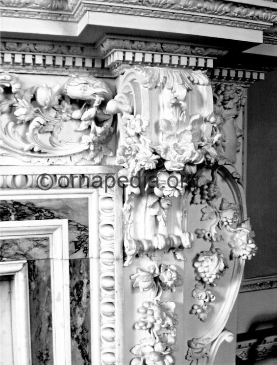 Rococo bracket