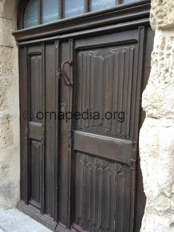 Linen fold panels to doors - Vaison La Romaine - Ornapedia 889.jpeg