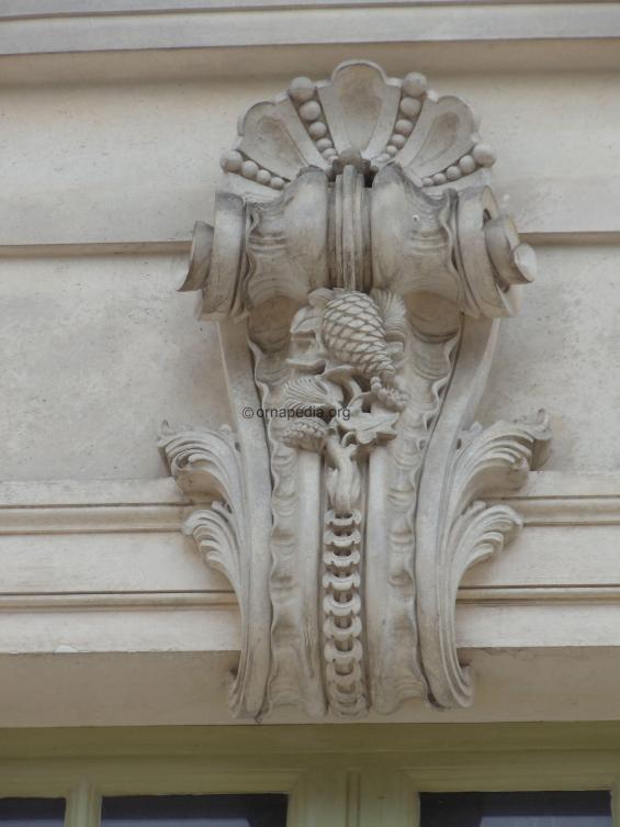 Versailles key stone