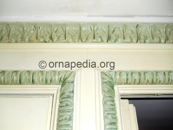 Versailles moulding and cornice